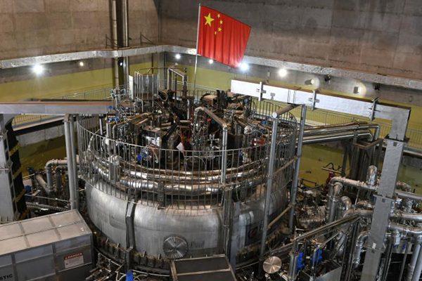 """中国""""人造太阳""""EAST装置实现1亿摄氏度等离子体运行"""