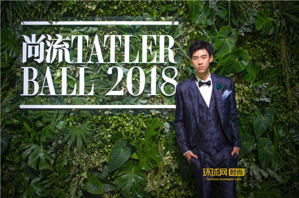 """""""双冠王""""Tiger Qian亮相TATLER BALL,与梁朝伟刘嘉玲共见证2018卓别林电影人士艺术成就奖"""