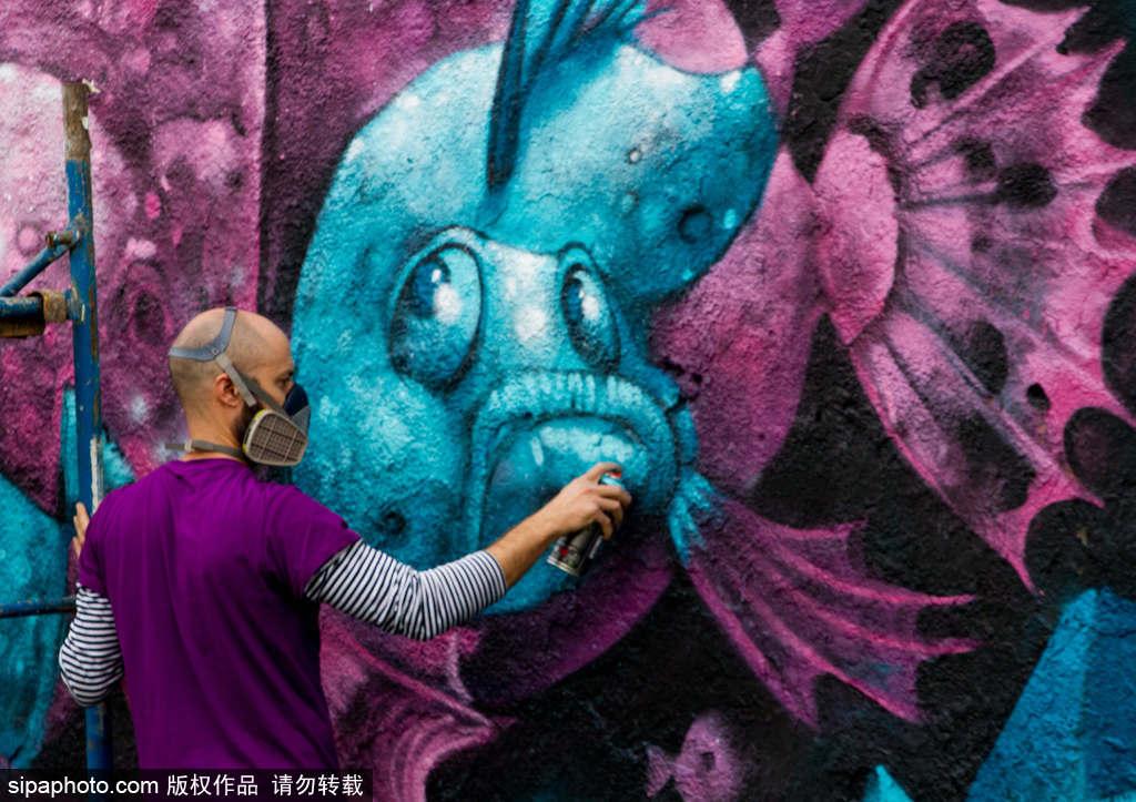 """西班牙希洪:""""涂鸦之都""""惊现巨幅海洋世界壁画"""