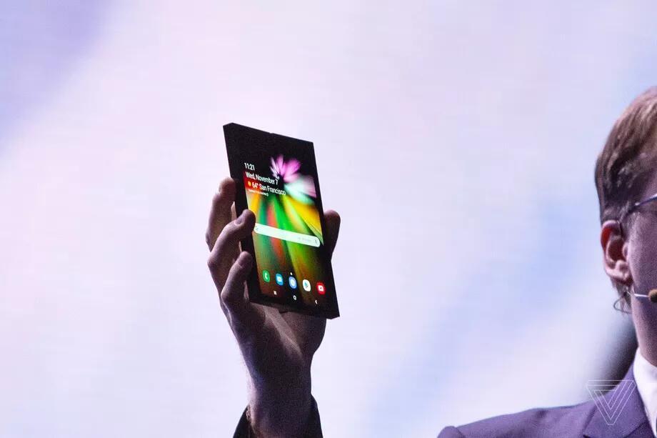 三星可折叠手机被曝2019年3月发布 售价1770美元