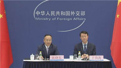外交部就李克强访问新加坡并出席东亚合作领导人系列会议举行中外媒体吹风会