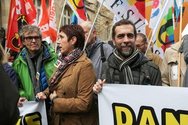 法国民众全国罢工游行 谴责政府裁员