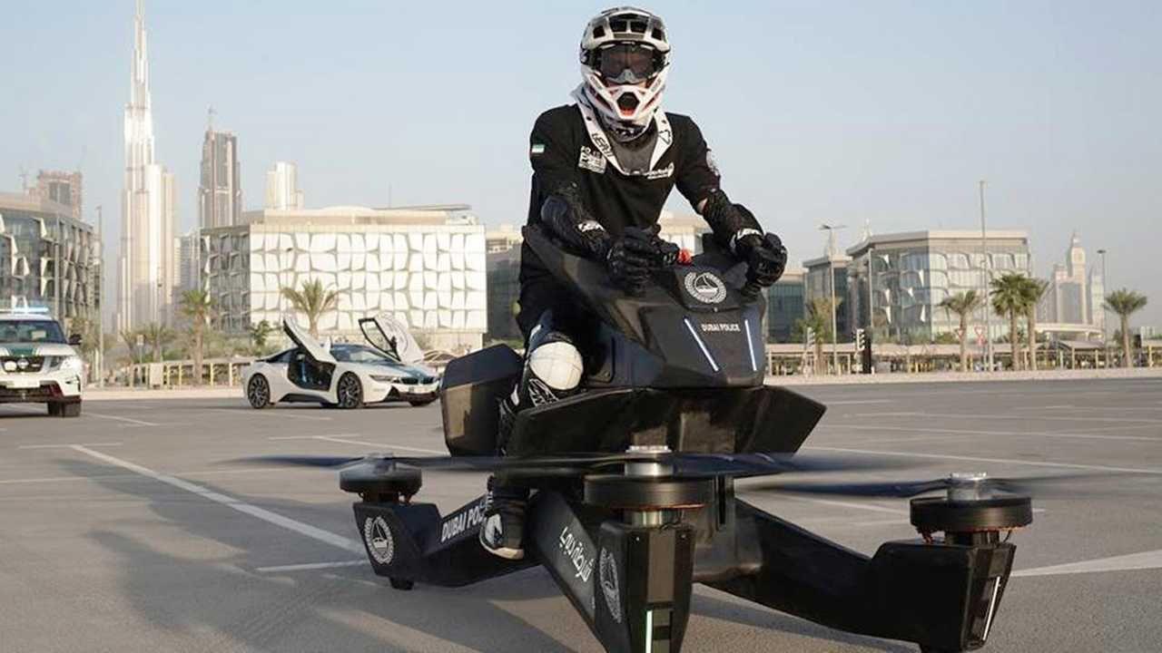 迪拜警方又添新装备 飞天摩托好似科幻片