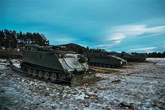 北约三叉戟军演北欧多国装甲运兵车全出动