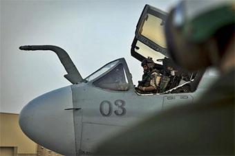 美军EA6B电子战机部署卡塔尔基地