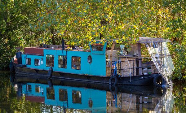 英国模特一家厌倦租房生活改造船屋运河上居住
