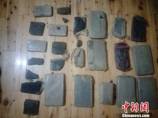 青海一村民老房夹层中发现12公斤大麻