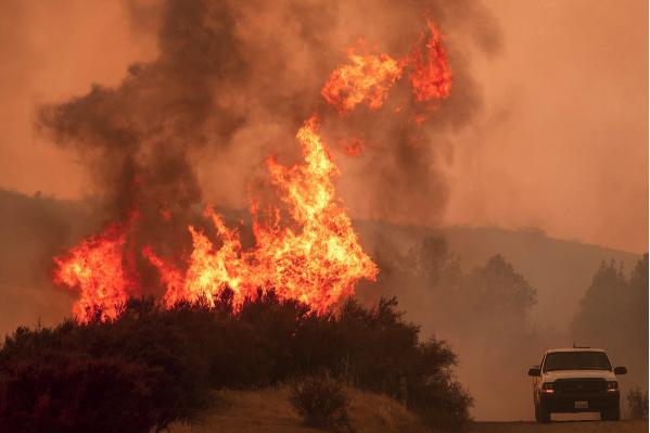 暖心!撤离途中被山火包围 父亲唱歌安抚3岁女儿