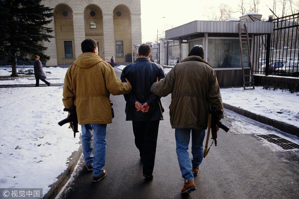 持枪抢劫中国公民170万卢布 两歹徒遭俄警方逮捕