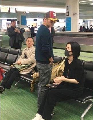 谢霆锋王菲罕见同框 网友:有老夫老妻的感觉