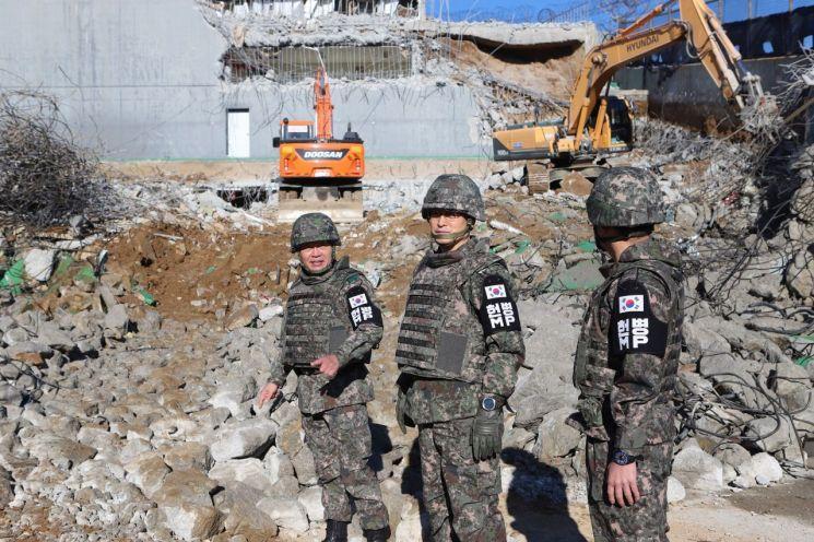 前线哨所怎么拆?韩国出动挖掘机 朝鲜直接爆破