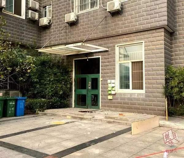 祸从天上来 60岁男子被8楼脱落窗沿砸中身亡