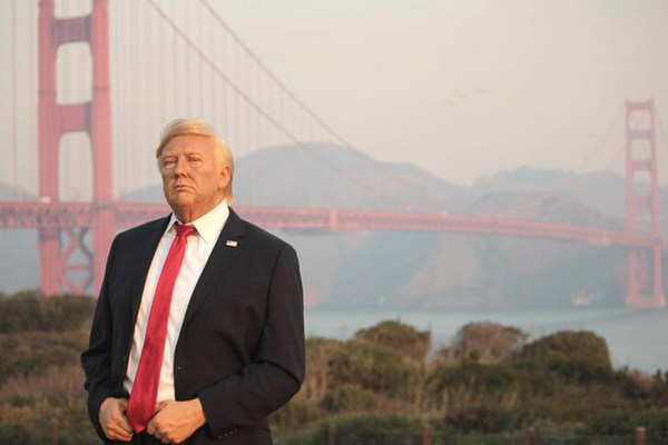 """美总统特朗普蜡像""""到访""""旧金山 赴地标景点""""打卡"""""""