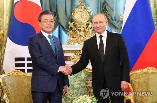 韩国总统文在寅今日同俄罗斯总统普京在新加坡会晤