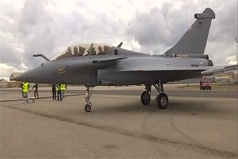 法国为印度制造首架阵风战机进行试飞