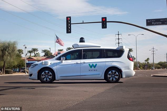 Waymo将推全球首款商用无人驾驶汽车服务 与优步等直面竞争