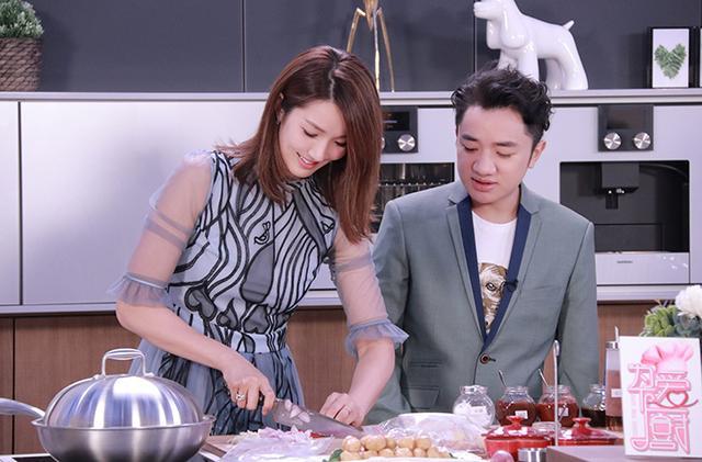 王祖蓝、李亚男夫妇为爱下厨 用美食给爱保鲜