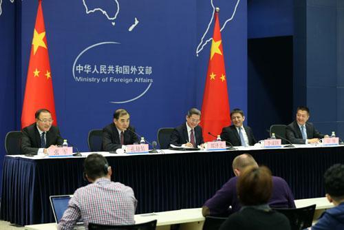 外交部就习近平主席出席APEC第二十六次领导人非正式会议之行举行中外媒体吹风会