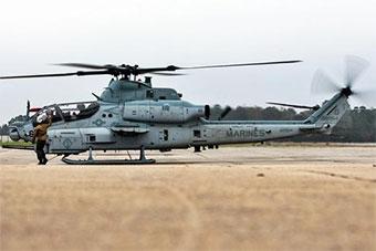 美国海军陆战队装备首架AH-1Z武装直升机