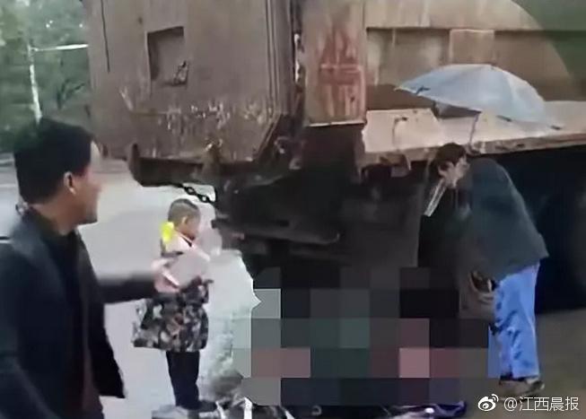 南昌一小学生遭渣土车碾压身亡,事发放学路上!