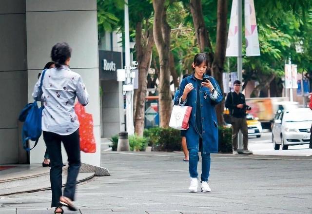 陈意涵怀孕6个月公交出行,36岁依旧少女,曾挺孕肚长跑五公里!