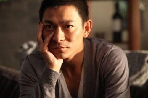刘德华妻子52岁高龄孕妇,生下儿子,网友:华哥将迎来小天王?