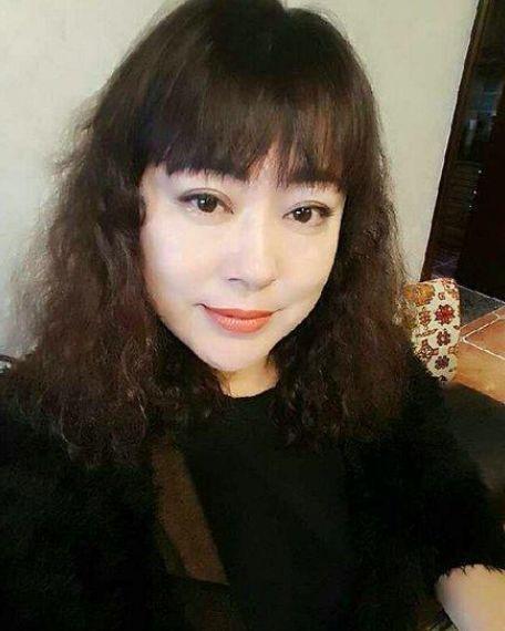48岁李菁菁近照,因女儿生病被前夫拒绝救治,今瘦身成功变美女