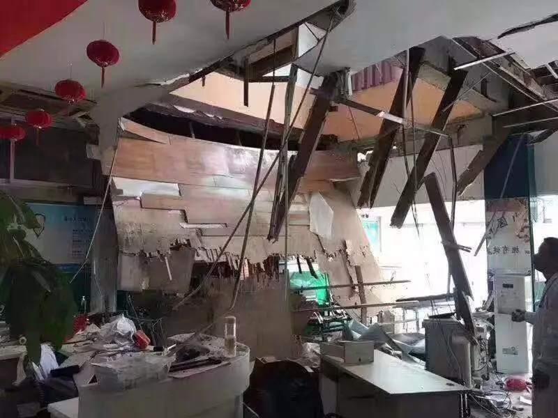 南京一医院楼板坍塌致21人受伤 事发时学生正体检