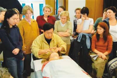 加拿大华人吴滨江:在海外助推中医国际化