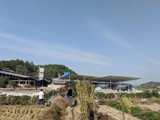 排放废水导致出现双色河 江西一化工厂未整改被停产