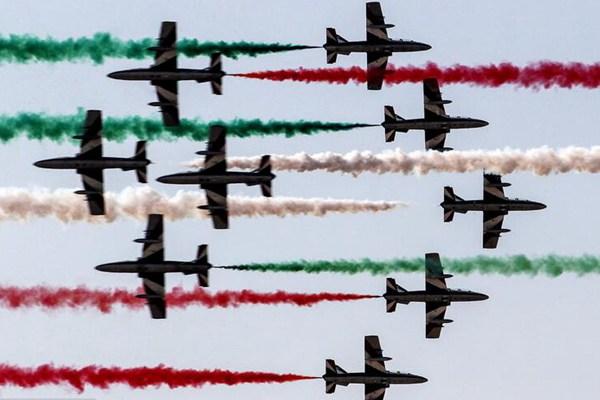 2018巴林国际航空展开幕 各国飞行队高空炫技
