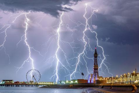 喜怒无常的大自然!2018年度天气摄影师大赛作品公布