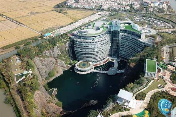 上海废弃矿坑变身独特酒店