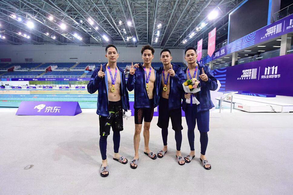 《超新星全运会》徐志贤霸气上场 泳池场上势不可挡