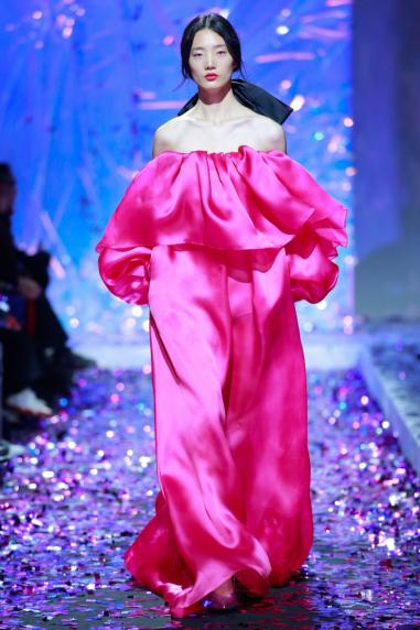 """""""反差感""""构造美学新体验 造型师罗涛:一抹色,点亮中国国际时装周"""