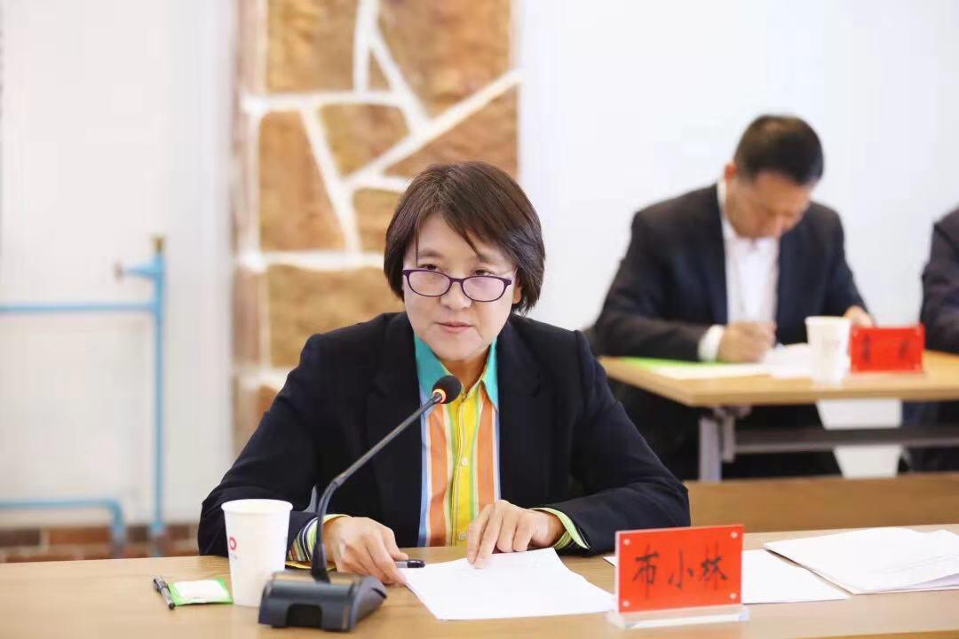 内蒙古自治区召开民营企业座谈会 鸿茅国药董事长鲍洪升参加