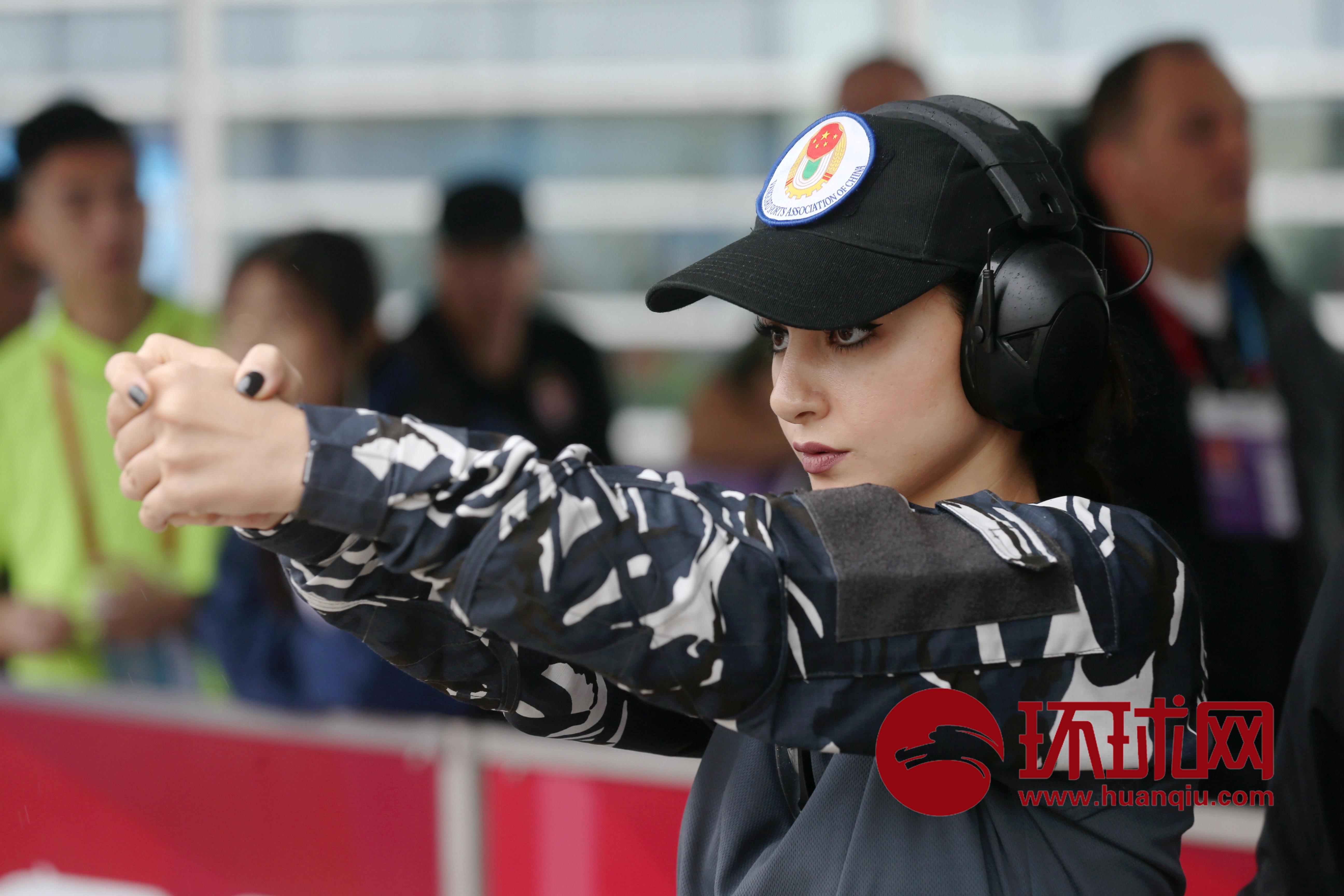 警花扛把子!手枪射击比赛场上一女警颜值逆天