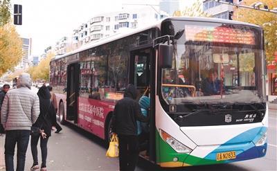 公交车内温度20℃以上 车隔四五分钟一趟