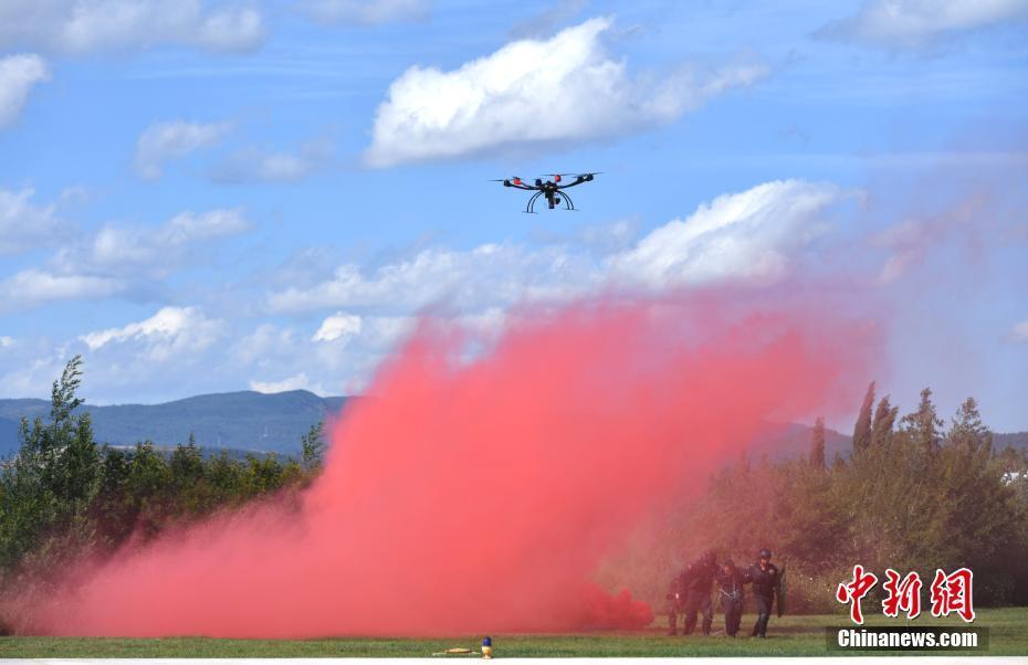 云南警方举行警用无人机比武演练