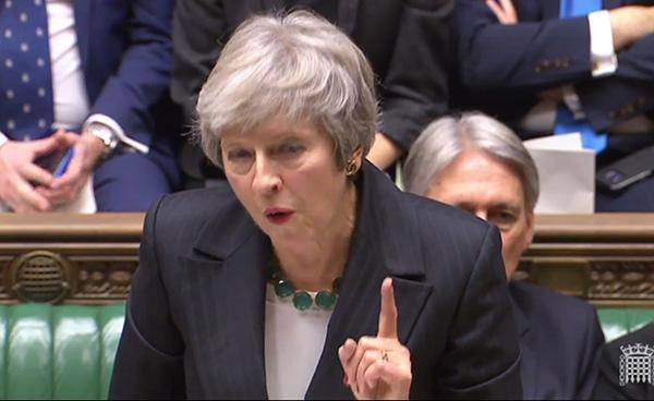 特蕾莎·梅再遭逼宫:脱欧派议员不满脱欧草案,提交不信任案