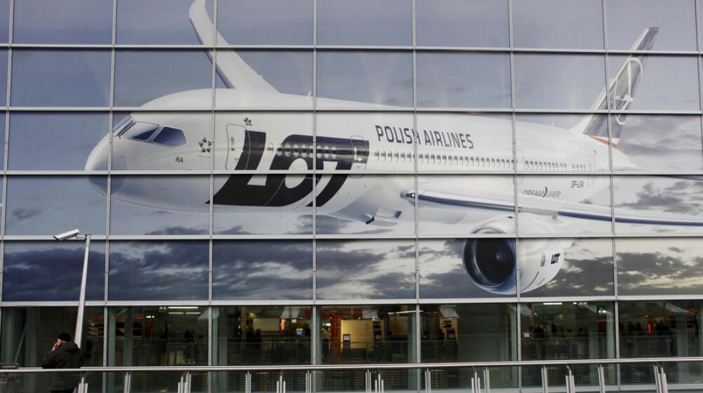 波兰客机中国起飞前出故障 其工作人员未带钱竟让乘客凑钱维修