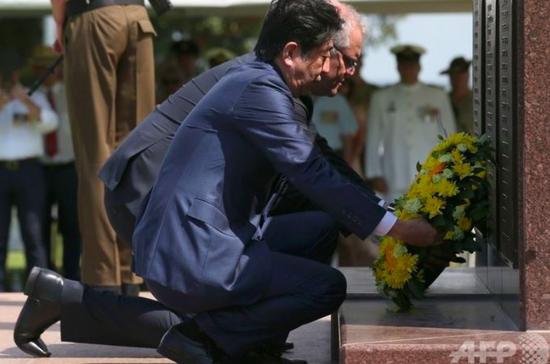 安倍访澳悼被日军炸死澳军:澳总理下跪 安倍下蹲