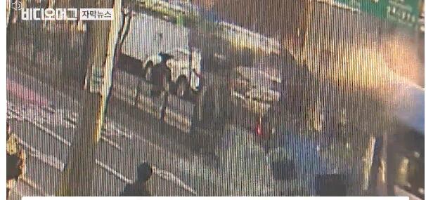 韩首尔公交车连撞10余辆车致多人受伤 疑因司机斗气