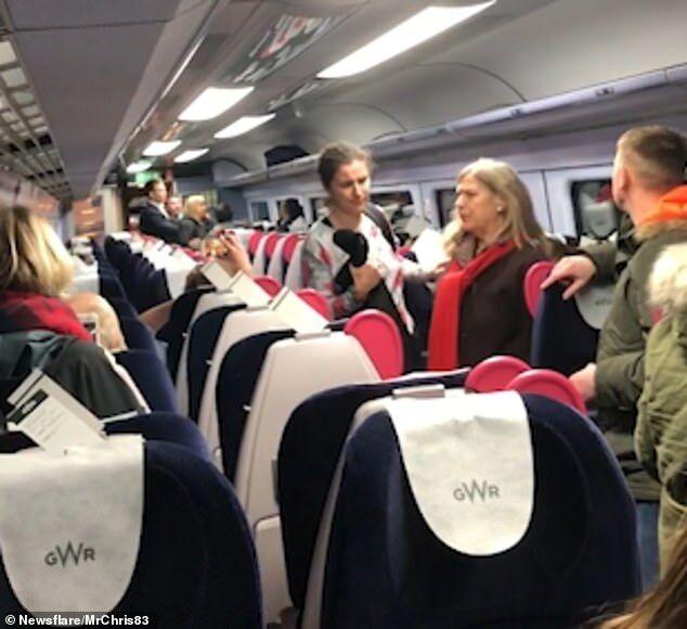 中国夫妇英国坐火车遭辱骂:回你们国家去
