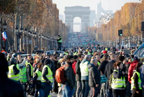 超28万法国人上街抗议马克龙 1人死亡227人受伤