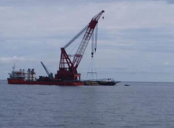 泰普吉沉船凤凰号打捞出水 致47名中国游客遇难