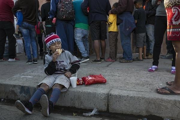 3000移民抵达美墨边境等待庇护 人数很快将破万