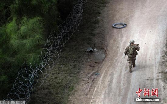 特朗普:只要有需要 军队会一直留在美墨边界