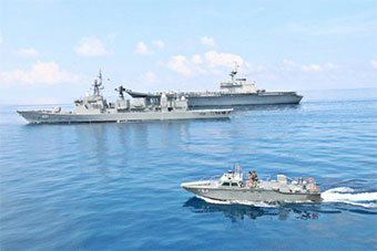 泰国海军航母和中国造护卫舰同框训练