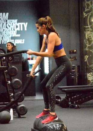 维密超模健身房锻炼